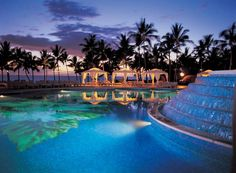 Below are 18 best all inclusive honeymoon resorts to make the loving couples have a sweet memory and adventure in the Island of Hawaii.