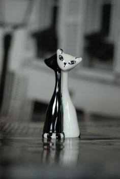 Black & white cats - porcelain. Cmielow, Poland