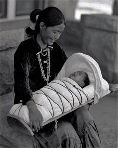 Navajo, Zuni and other native crafts. Native American Beauty, Native American Photos, Native American History, Native American Indians, Native American Photography, Native Indian, First Nations, Navajo Culture, Clemente Orozco