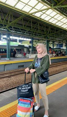 Modest Fashion Hijab, Hijab Style Dress, Modern Hijab Fashion, Street Hijab Fashion, Casual Hijab Outfit, Hijab Fashion Inspiration, Cute Casual Outfits, Muslim Fashion, Fashion Outfits