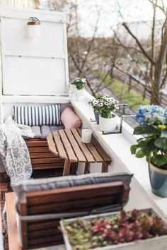Unser kleiner Mini-Balkon: Tipps, einrichten, Staufläche Gardens are don't just for lawns and domestic Participate in fields, but can even be fantastic pla Narrow Balcony, Small Balcony Design, Small Balcony Decor, Tiny Balcony, Small Patio, Small Balconies, Balcony Ideas, Hammock Balcony, Small Terrace
