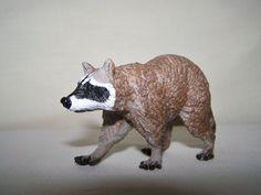 Raccoon (Safari Ltd - North American Wildlife) - Animal Toy Forum
