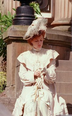 Gillian Anderson as Lily Bart in The House of Mirth (2000).