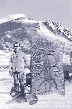 Obviously fake, but creepy. Looks like an attempt to create a visual for the HP Lovecraft novel 'at the mountains of madness' Ancient Aliens, Aliens And Ufos, Ancient History, European History, American History, New Ufo Sightings, Objets Antiques, Lovecraft Cthulhu, Hp Lovecraft
