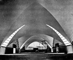 Interior de la planta embotelladora de Bacardí, Tultitlán, Estado de Mexico, 1960    Arqs. Félix Candela y Enrique de la Mora -    BacardiBottling Plant interior,Tultitlan, Mexico 1960