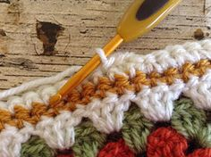 Crochet Edgings And Borders Lullaby Lodge: Crochet Tutorial - Cute Bobble Edging - Learn how to add this cute bobble edging to your crochet blanket. Crochet Border Patterns, Crochet Throw Pattern, Bobble Crochet, Crochet Blanket Edging, Crochet Stitches For Blankets, Crochet Towel, Filet Crochet, Crochet Edgings, Crochet Box