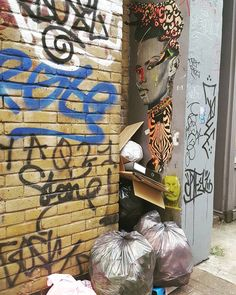 Hidden art by? I wanna say #stinkfish but I'm not entirely sure... #londonwalls #wallfilth #londonstreetart #streetartistry #streetartlondon #pasteup #pasteupart #wheatpaste #urbanartgallery #urbanart #pasteupartist #ukstreetart #streetartphotography #streetartofficial #tv_streetart #ldncallingblog #ig_graffiti #streetart_daily #asi_es_arte #streetarteverywhere #streetartlovers #streetartandgraffiti