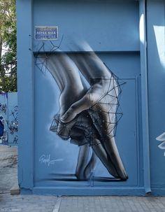 einfaches G - Street art - Art Graffiti Art, Murals Street Art, Street Wall Art, Street Art Love, Amazing Street Art, Amazing Art, Banksy, Different Kinds Of Art, Urbane Kunst