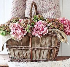 Beautiful Flower Arrangements, Floral Arrangements, Vibeke Design, Pink Hydrangea, Hydrangeas, Deco Floral, Shabby Flowers, Quilted Bedspreads, Vintage Farm