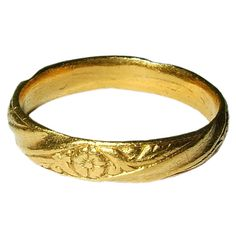 These decorated spiral bands derive from forms already in use in the 15th century and found on many iconographic rings. The present form, however, is more streamlined, suggesting the Renaissance. It was never engraved, although it was perhaps intended to bear an inscription like a posy ring.