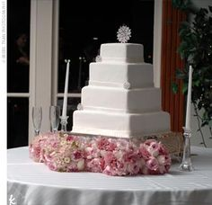 Jamie and Ryan sliced into a four-tiered white chocolate cake with fresh strawberry filling and white fondant icing spun into thin white ribbons on the bottom of each layer. For added sparkle, the confection was adorned with four Swarovski crystal broaches.