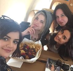 The PLL girls & Marlene on the way to NYC