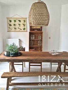 Leuke foto ontvangen van Jan zijn Airbnb huis in Noordwijk met in de woonkamer de stoere teakhouten tafel (ook voor buiten te gebruiken), oud houten bankje, dienblad en de robuuste lamp. Erg luk komen te staan in dit huurhuis. Bij interesse graag even mailen naar ibizaoutdoor@gmail.com ook voor een afspraak in de loods. gr Mees