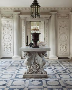 Delphine and Guillaume Féau's Home in Versailles is a luminous villa Beautiful Architecture, Architecture Details, Classical Greece, Andrea Palladio, Neoclassical Architecture, Traditional Interior, Versailles, Decoration, This Is Us