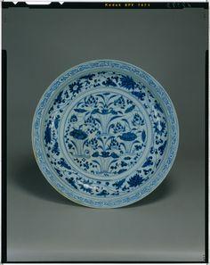 Plate lotus China, Yuan, 14th c National Museum of Tokyo