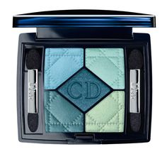 Palette 5 Couleurs Blue Lagoon de Dior http://www.vogue.fr/beaute/shopping/diaporama/palettes-make-up-yeux-couleurs/12487/image/741423