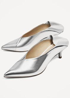 promo code b2e6e 93873 Shop  zaraofficial s latest spring-ready footwear trends via  STYLECASTER    Zara V-