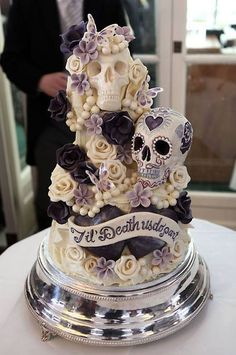"(via pinner) [Wedding cake ideas- but on the wild side. ""Til Death Do Us Part"" Skull Wedding Cake] [Halloween wedding idea] Skull Wedding Cakes, Gothic Wedding Cake, Sugar Skull Wedding, Gothic Cake, Medieval Wedding, Purple Wedding Cakes, Wedding Cupcakes, Halloween Torte, Bolo Halloween"