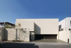 奈良の庭 Cubic Architecture, Minimal Architecture, Space Architecture, Modern Architecture House, Residential Architecture, Modern House Design, Entrance Design, Facade Design, Exterior Design