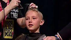 #Elle se rase la tête pour soutenir son frère atteint du cancer - 7sur7: 7sur7 Elle se rase la tête pour soutenir son frère atteint du…