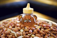 If you've ever passed a street vendor hawking honey roasted peanuts, you know how good they smell. Now that smell can permeate every room of your house with this honey roasted peanuts recipe. From MOTHER EARTH NEWS magazine.