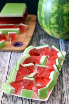 Jelly watermelons - flavors on the plate Jello Recipes, Candy Recipes, Baby Food Recipes, No Cook Desserts, Delicious Desserts, Jelly Candy Recipe, Vanille Muffins, Watermelon Jelly, Flan