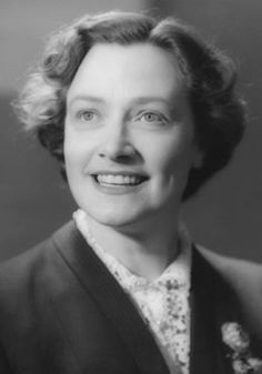 Image from http://www.ferrierawards.org.uk/_userfiles/kathleen-ferrier/kathleen-ferrier-1.jpg.