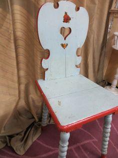 im Angebot steht 1 uralter antike Stuhl aus Holz  richtig schön nostalgisch und aus den guten alten Zeiten - uralte Patina  Farbe hellblau & rot  massiv und schwer  Höhe 95 cm Sitzhöhe 49...