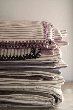 Laura's Loop: Flannel Receiving Blankets - The Purl Bee - Knitting Crochet Sewing Embroidery Crafts Patterns and Ideas! Crochet Blanket Border, Crochet Edging Patterns, Crochet Borders, Blanket Stitch, Crochet Edgings, Crotchet Blanket, Blanket Patterns, Purl Bee, Crochet Baby