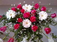 Areglo Flores Naturales, rosas nacionales e importadas, decoracion en rosas rojas, guerberas, azar, ave del paraiso, tulipan, lirio, orquideas, palmeras, explendida decoraciones hecha por el personal de Casa de la Novia