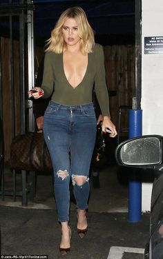 Khloe Kardashian Skips Bra, Shows Major Cleavage in Risqué Top After Sharing Nude Photos Khloe Kardashian Kardashian Kollection, Kourtney Kardashian, Estilo Kardashian, Robert Kardashian Jr, Kardashian Girls, Kardashian Family, Teen Choice Awards, Kanye West, Deep V Bodysuit