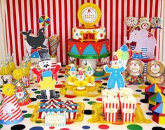 Big Top Circus carnival birthday party perfect for boys, girls or twins! I love the DIY creative decorations, food and fun party games and favors!