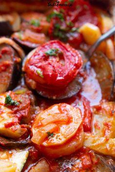 Briam, greckie pieczone warzywa » Jadłonomia · wegańskie przepisy nie tylko dla wegan Meals Without Meat, Briam, Hummus, Shrimp, Sausage, Yummy Food, Lunch, Diet, Vegan