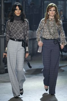 Love the long side-tie sash with these pants. Super easy DIY. Sew with Threadhead TV. ~Chanel Pre-Fall 2016 Fashion Show