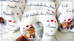 Almofadas para pescoço, personalizadas com ilustração dos noivos para lembranças de casamento.