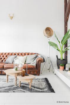 https://i.pinimg.com/236x/20/55/41/20554100fc7542fca2dc65960b9966a7--chesterfield-sofas-chesterfield-living-room.jpg