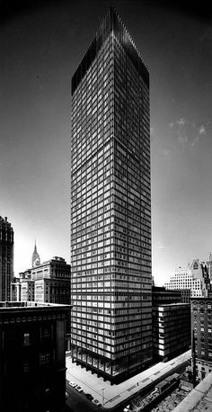 SOM Union Carbide Corporation Headquarters  Location: New York, New York Project Completion: 1960 Site Area: 80,000 ft2 Project Area: 1,518,000 ft2 Number of Stories: 52 Building Height: 707 ft Market: Commercial + Office