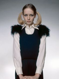 30 Iconic Photographs of Twiggy- Tap the link now to see our super collection of accessories made just for you! Seventies Fashion, 60 Fashion, Fashion Models, Vintage Fashion, Fashion Shoot, Hijab Fashion, Trendy Fashion, Vintage Style, Patti Hansen