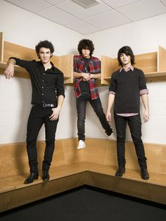 For everything Jonas Brothers check out Iomoio Jonas Brothers, Nick Jonas, Nostalgia, Camp Rock, Old Disney, American Music Awards, Friends Tv, Humor, Film