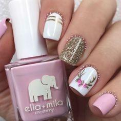 """13.5 mil Me gusta, 107 comentarios - Sonia (@badgirlnails) en Instagram: """"Mix & match reindeer nails🎁 💅🏼Products used: ▪️Pink: """"So In Love"""" @ellamilapolish ▪️Gold Glitter:…"""""""