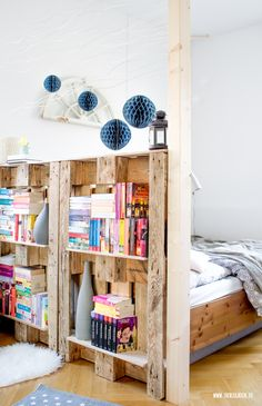 theblogbook | home | book shelf made of palettes to separate my working space out of our bedroom