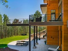 terrasse Holzboden Terrasse Layout A theme can go a long way towards making your landscaping design Architecture Details, Interior Architecture, Interior Design, Highlands, Denver, Wooden Terrace, Fancy Houses, Balcony Design, Patio
