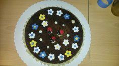 Kuchen mit Blumen und Marienkäfern