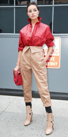 Fall/Winter Street Style | Olivia Culpo Olivia Culpo, High Fashion Trends, Fashion Mode, Star Fashion, Womens Fashion, Red Chinos, Beige Chinos, Mode Outfits, Fashion Outfits