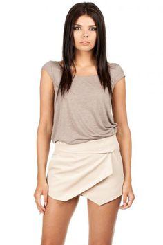 Spandex 5 % Polyester 65 % Viscosa 30 % Size Lenght Hips width Waist width L 32 cm 104 cm 82 cm M 32 cm 102 cm 78 cm S 31 cm 100 cm 74 cm XL 32 cm 106 cm 86 cm XS 31 cm 98 cm 70 cm Clothing Size Chart, Skirt Pants, Black Fabric, Cropped Pants, One Piece Swimsuit, Casual Shorts, Short Dresses, Swimsuits, Clothes For Women
