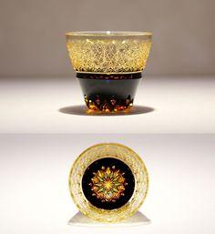 クリスタルガラスを楽しむ:「伝統工芸士 但野英芳氏 作品展」のご紹介 | カガミクリスタル Cut Glass, Glass Art, Japan Crafts, Japanese Artwork, Vintage Cups, Stained Glass Designs, Glass Photo, Glass Ceramic, Creative Crafts