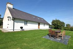 Cosy, Comfortable Cottage 2.5 km from the Centre of Rhoscolyn