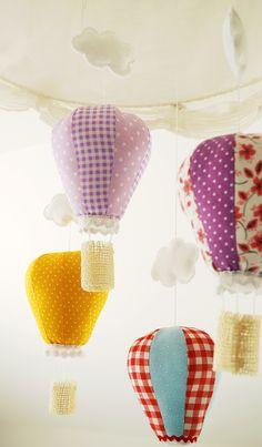 Kinderzimmerdeko: Heißluftballons aus Stoff / decoration for nursery: hot airballoons by Jobuko via DaWanda.com