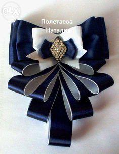 Risultati immagini per moños victorianos Ribbon Jewelry, Ribbon Art, Fabric Ribbon, Ribbon Crafts, Ribbon Bows, Fabric Flowers, Ribbons, Women Bow Tie, Fashion Accessories