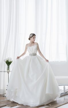 14_758 Aire Barcelona Wedding Dresses, Long Wedding Dresses, Wedding Gowns, Organza Bridal, Bridal Gowns, Wedding Girl, Most Beautiful Dresses, Simple Outfits, Dream Dress